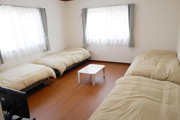 4人部屋室内